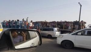 استمرار ترحيل الشماليين وصمت الحكومة يثير غضب اليمنيين (رصد)