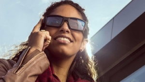 شاهد.. نظارة تترجم 12 لغة مباشرة