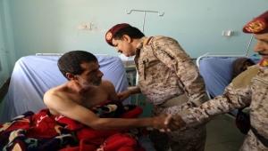 رئيس أركان العمليات المشتركة يتفقد جرحى الجيش في هيئة مستشفى مأرب