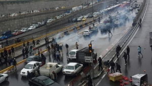 أعمال تخريب وإحراق بعض المؤسسات.. احتجاجات الوقود بإيران تأخذ طابعا عنيفا