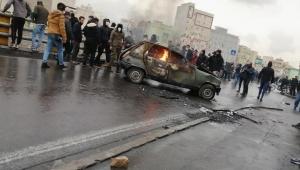 وسط تصاعد وتيرة الاحتجاجات.. روحاني يحذر من إثارة الشغب والمساس بأمن البلاد