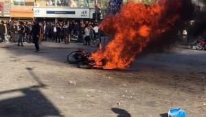 ارتفاع قتلى الاحتجاجات بإيران وتهديد باستدعاء الباسيج لإخمادها