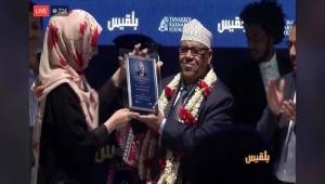 تكريم أيوب طارش .. حدث يبهر اليمنيين ويذكر برصيده الفني