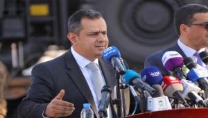 رئيس الوزراء يوجه بصرف تعويض لأسر ضحايا القصف الذي استهدف معسكر الاستقبال في مأرب