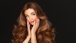 10 مشاكل صحية تسبب تساقط الشعر.. الصلع يصيب النساء أيضا