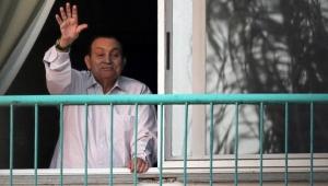 حرب ورئاسة وثورة.. مبارك من السماء إلى الأرض