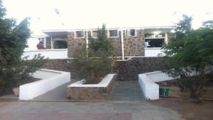 مسلحون مجهولون يهاجمون مستشفى النصر بالضالع