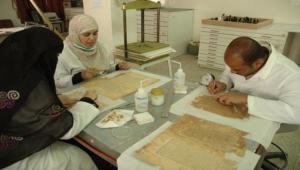 """الحكومة تناشد """"اليونسكو"""" حماية المخطوطات من عبث الحوثيين"""