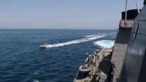 ترامب مهددا: سننسف الزوارق الإيرانية إذا اقتربت مجددا من سفننا في الخليج