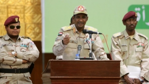 صحيفة: الإمارات تطلب من حميدتي إرسال آلاف المرتزقة لإنقاذ حفتر