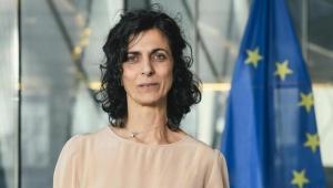 رئيسة لجنة بالبرلمان الأوروبي تكتب عن خصال الحامد