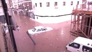 تضرر منازل وتلف بعض الممتلكات في عدن جراء سيول الأمطار