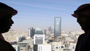 بلومبيرغ: المستهلكون سيتحملون تكاليف سياسة جمركية جديدة بالسعودية