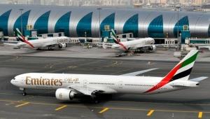 """رويترز: """"طيران الإمارات"""" تسرح مزيداً من الطيارين وأطقم الضيافة الأربعاء"""