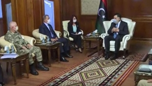 طرابلس.. السراج يستقبل وزير الدفاع ورئيس الأركان التركيين