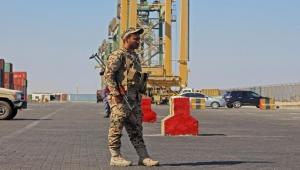 الشرعية اليمنية محاصرة.. جيش بلا مرتبات وموانئ خارج السيطرة