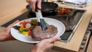 ما التوقيت الصحيح لتناول اللحوم بعد الذبح؟ 8 أسئلة بشأن طهي وتخزين الأضحية