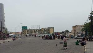 عدن.. مواطنون يحتجون في كريتر للمطالبة بتوفير المياه