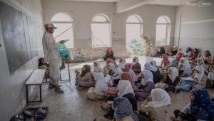 في يومهم العالمي.. معلمو اليمن معاناة أفقدتهم متعة التدريس (تقرير)