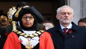 بكت بعد منعها من الكلام ثم استقالت من حزب العمال.. تضامن مع أول رئيسة بلدية محجبة في بريطانيا