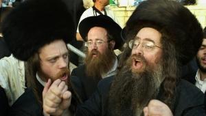 """يهوديان متطرفان من """"الحريديم"""" يعتديان في القدس على مصور """"جيروزاليم بوست"""""""