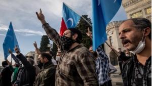 الرسوم المسيئة.. أردوغان يرفع سلاح المقاطعة ويطالب بوقف حملات الكراهية وميركل وكونتي ينتقدانه