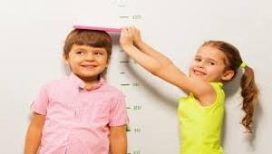 """النظام الغذائي """"الضعيف"""" قد يحرم طفلك من 20 سنتيمترا في الطول"""