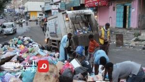 تعز تغرق بالنفايات.. إهمال حكومي مُتعمد وعُمَّال نظافة بلا أجر (تقرير)