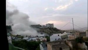 جماعة الحوثي تفجر منزلين بعبوات ناسفة شرقي مدينة تعز