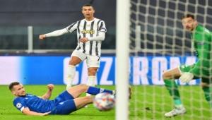 رونالدو يسجل هدفه الـ750 في أول مباراة تديرها سيدة بدوري أبطال أوروبا