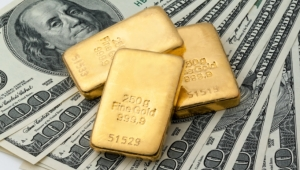 الذهب يقفز إلى ذروة أسبوعين بفضل رهان على تحفيزات أميركية