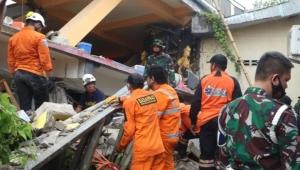 بقوة 6.2 درجات على مقياس ريختر.. قتلى ومئات الجرحى بزلزال يضرب إندونيسيا