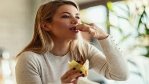 12 طريقة لتناول الطعام بطريقة صحية عندما تكون مشغولا