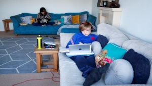 المخبرون الصغار.. تفاصيل قانون بريطاني لتجنيد الأطفال للتجسس حتى على أسرهم