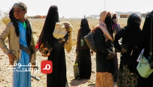 التيه والشتات في الصحراء.. مأساة النازحين وأطفالهم بمأرب جراء هجوم الحوثي (تقرير)