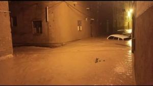 الحكومة تدعو لدعم جهودها للتصدي لكارثة تدفق سيول الأمطار