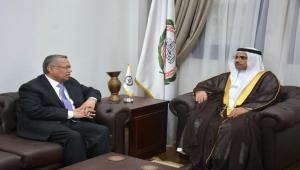 اليمن يبحث مع البرلمان العربي جهود تحقيق السلام وفقا للمرجعيات الثلاث