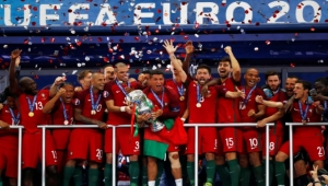 بوجود كتيبة مدججة من اللاعبين.. العبء أخف على رونالدو في دفاع البرتغال عن لقبها بطلة لأوروبا