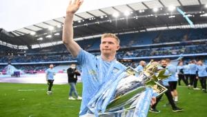 أكبر سرقة في 2021.. الجماهير ترفض فوز دي بروين بجائزة أفضل لاعب بالبريميرليغ وترشح 3 آخرين