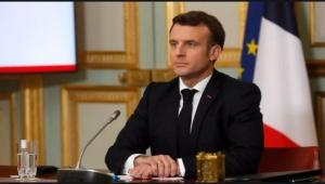 رجل يصفع الرئيس الفرنسي أثناء قيامه بجولة في مدينة دروم .. فيديو