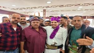 بين أهلك في تعز.. زفاف صحفي مشرد من عدن يُثير تفاعلا ودعما وحضورا واسعا