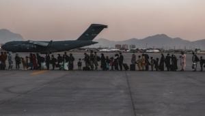 استئناف عمليات الإجلاء من كابل وطالبان تعرض على تركيا إدارة المطار