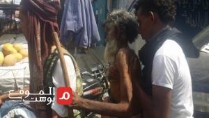"""""""عياش"""" .. مسن تائه في أزقة تعز يعود إلى أسرته بعد غياب ستة عقود (تقرير)"""