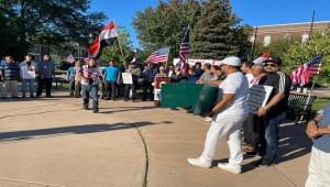 وقفة احتجاجية للجالية اليمنية في أمريكا تطالب بمحاكمة فورية وعلنية لقتلة السنباني