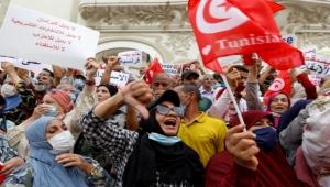 تونس.. مظاهرة بالعاصمة تطالب بإنهاء الإجراءات الاستثنائية وتفعيل المؤسسات الدستورية