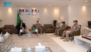 رئيس الحكومة اليمنية يزور مقر عمليات التحالف في الرياض
