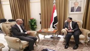 الحكومة: استمرار دعم طهران للحوثيين يقوض فرص السلام في اليمن