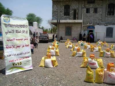 إب: مليشيا الحوثي تمنع ناشطون من تنظيم حملة لإغاثة النازحين بحجة عدم وجود تصريح