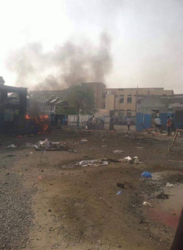"""قتلى وجرحى بغارة جوية أصابت مستشفى تابع لمنظمة """"أطباء بلا حدود"""" بمحافظة حجة (صور)"""