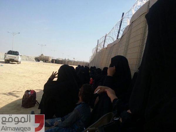 وقفة احتجاجية واعتصام لأسر المعتقلين قرب مطار الريان بالمكلا للمطالبة بالإفراج عن أقاربهم (صور)